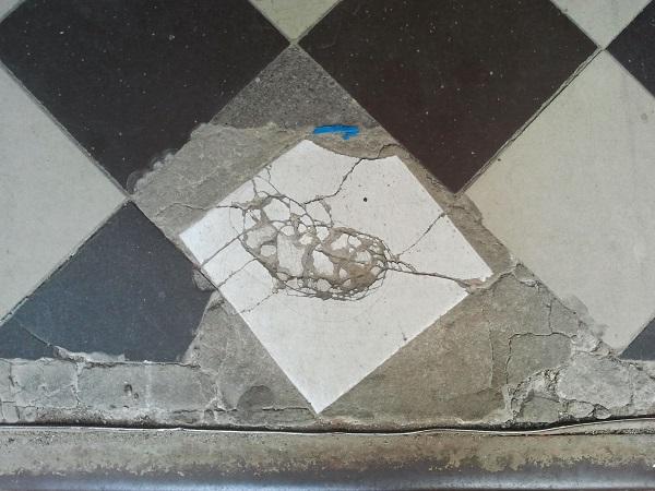 Fußboden Fliesen Ausbessern ~ Bautricks bodenfliesen ausbessern baufÜsick